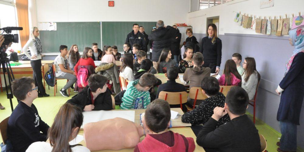 Uprava Policije MUP-a ZDK I INZ Provode Projekat Unapređenja Sigurnosti Djece U Osnovnim školama